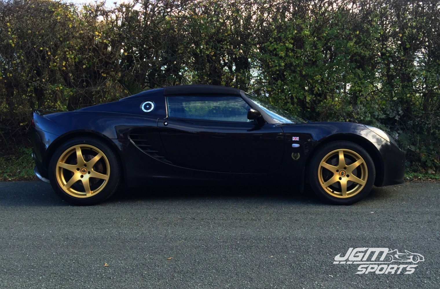 http://www.jgmsports.co.uk/wp-content/uploads/2003-S2-LOTUS-ELISE-TYPE-72-LOOKS-WITH-LOW-MILLAGE-STUNNING-CONDITION-1520x1000.jpg