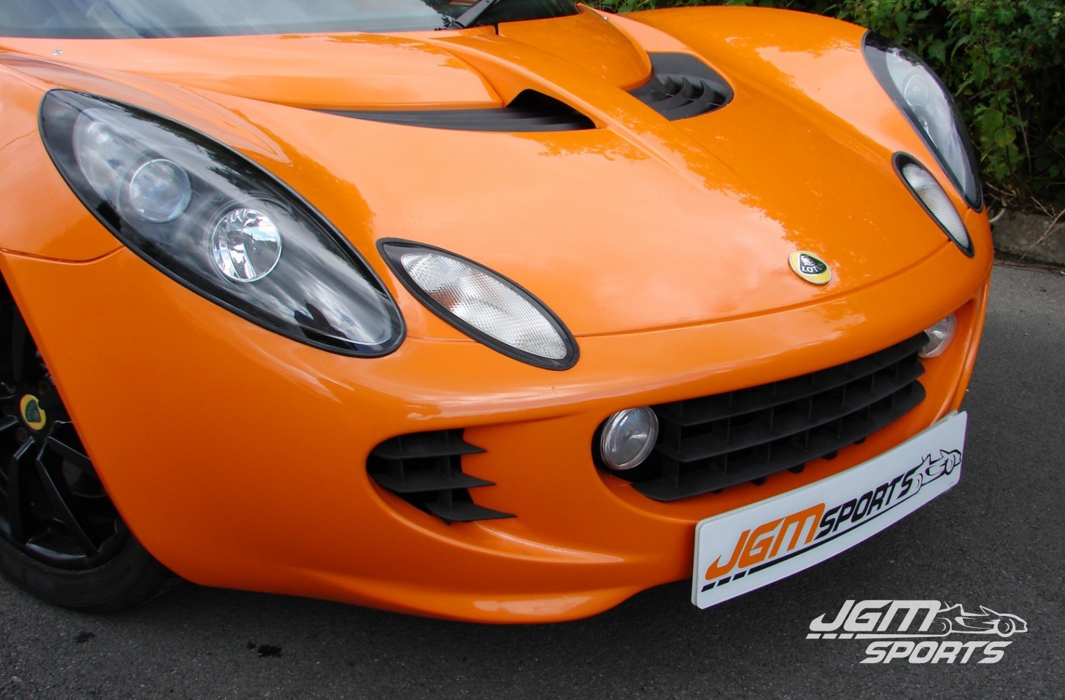 http://www.jgmsports.co.uk/wp-content/uploads/2007-S2-LOTUS-ELISE-R-1-OWNER-FROM-NEW-CHROME-ORANGE-FRONT-NOSE-1520x1000.jpg
