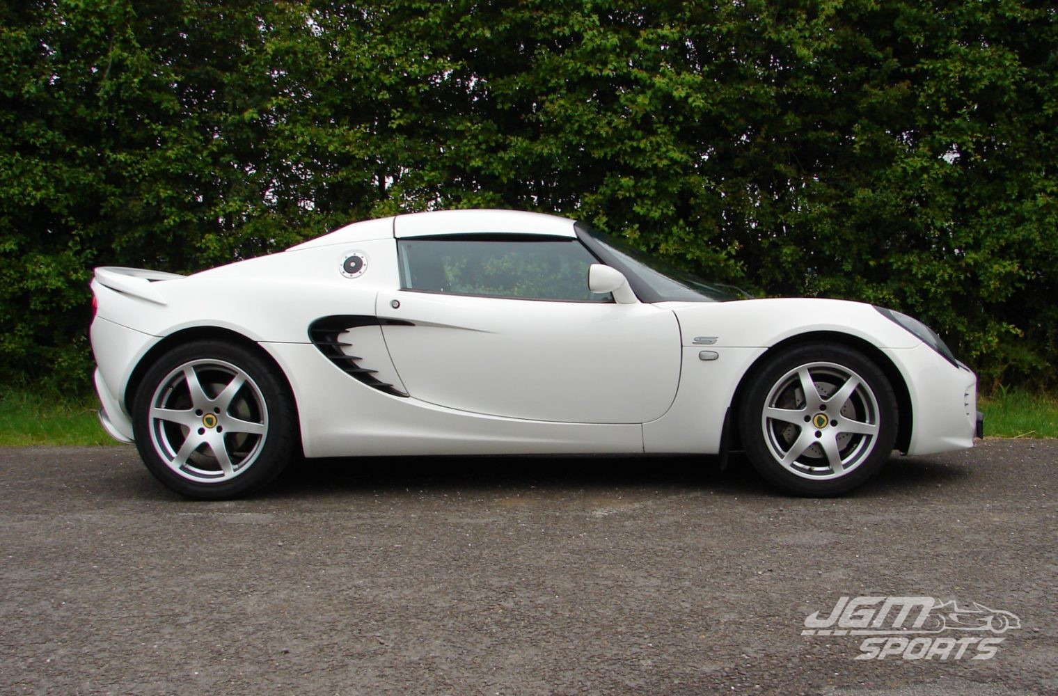 http://www.jgmsports.co.uk/wp-content/uploads/2009-S2-LOTUS-ELISE-S-FACTORY-ORDERED-ASPEN-WHITE-AIRBAG-DASH-LOVELY-CONDITION-1520x1000.jpg